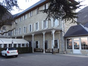 """Formation professionnelle  """"Château des Comtes de Challes"""" à Challes-les-Eaux-  avec Fagiht Formation : Œnologie, accords mets et vins."""