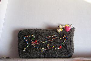 porte-monnaie en laine feutrée et perles rocailles tuto facile