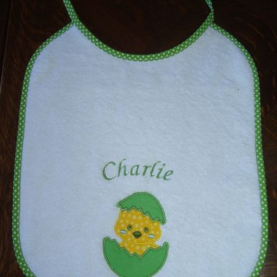 Broderie machine : 2 bavoirs pour Charlie...
