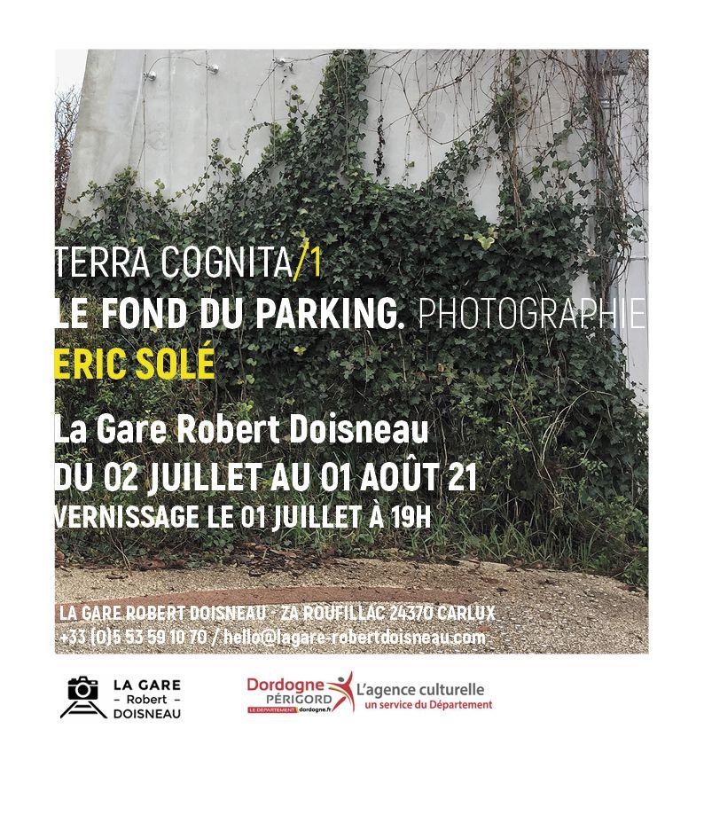 ERIC SOLE EXPOSE SES PHOTOGRAPHIES à LA GARE ROBERT DOISNEAU en JUILLET 2021: LE FOND DU PARKING
