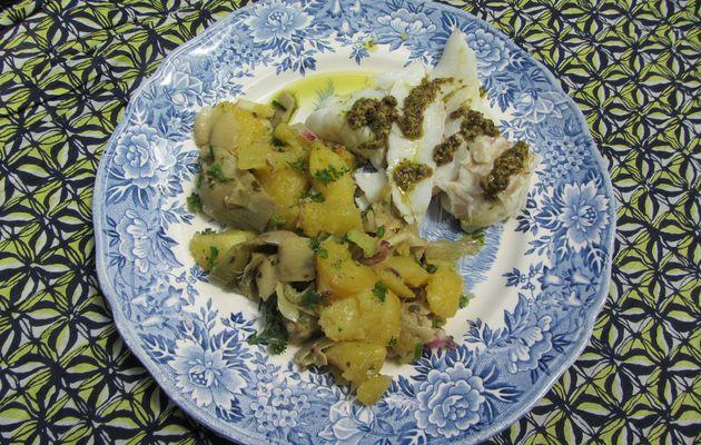 Cabillaud, vinaigrette au pesto et salade de pommes de terre à l'artichaut