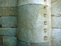 Détails de sculptures sur les pierres de l'édifice