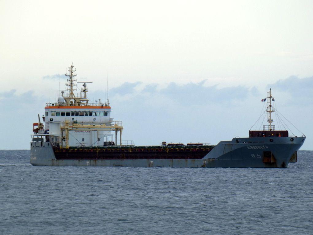 KIMBERLY C , arrivant et au mouillage en rade des Vignettes  a Toulon le 28 juillet 2019