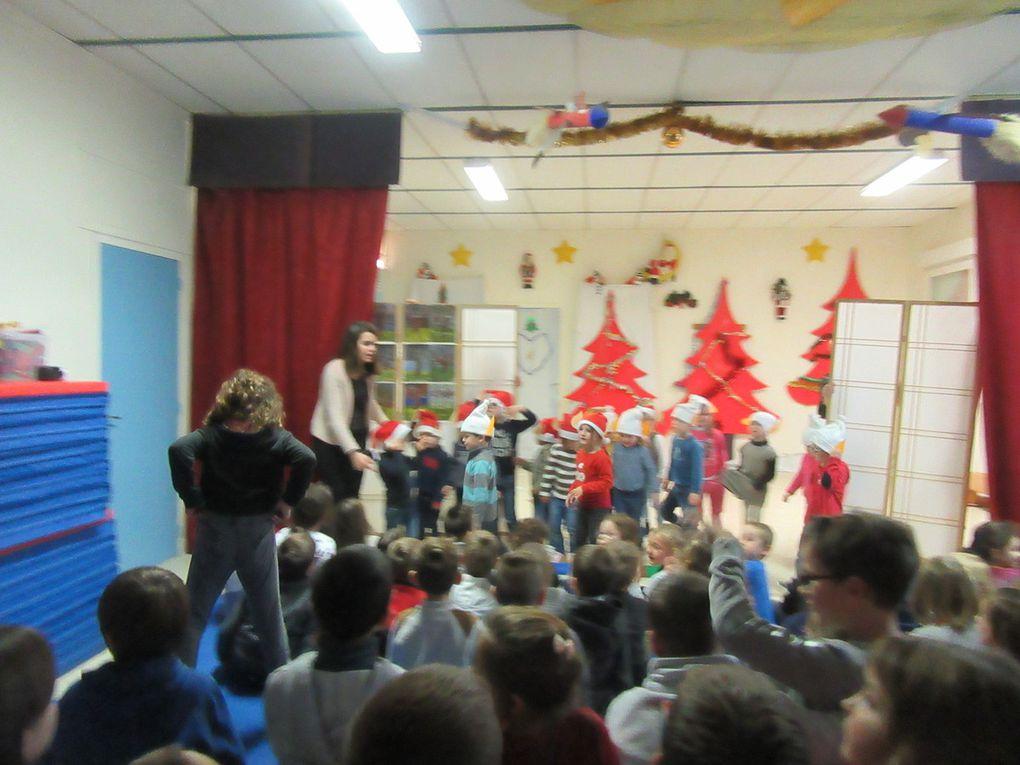 Le Père Noël est passé à l'école.........