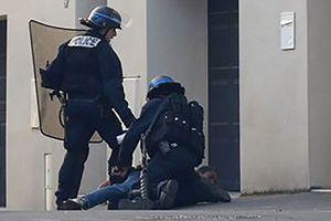 LA JEUNESSE VIOLEMMENT RÉPRIMÉE