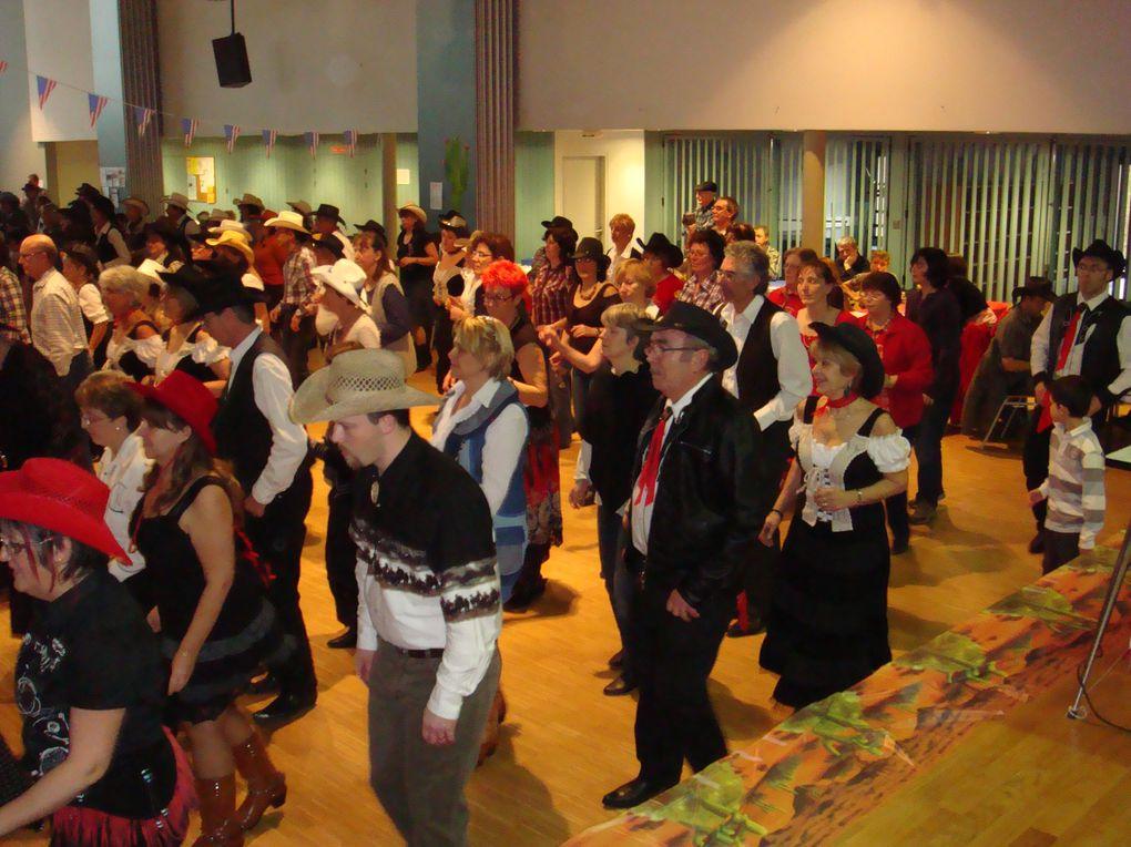 Très beau bal belle organisation beaucoup de monde environ 250 personnes a deux près