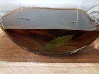 1 - Laver et sécher les feuilles de verveine citronnelle. Les placer dans un grand bocal hermétique. Verser 1 l  d'alcool de fruits, réfermer le bocal hermétique (si nécessaire mettre un film étirable avant fermeture). Laisser macérer à l'abri de la lumière pendant 1 mois en remuant le bocal de temps à autre.