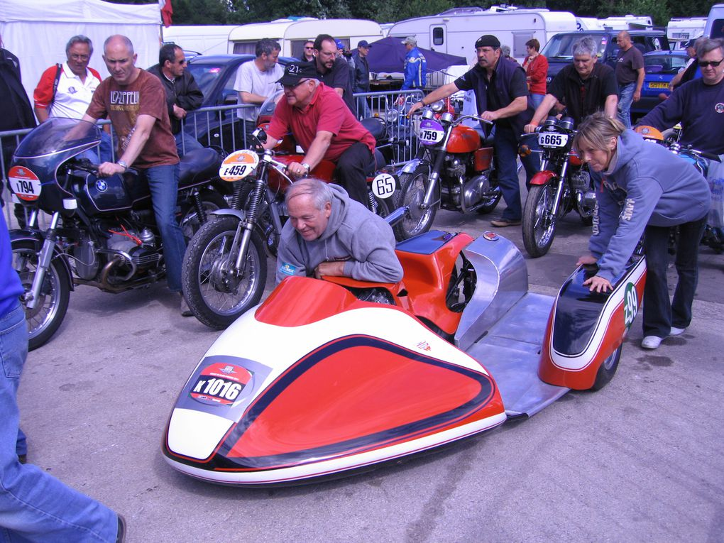 PHOTOS COUPES MOTO LEGENDE 2011 Dijon Prenois Démonstration motos et side car anciens sur piste