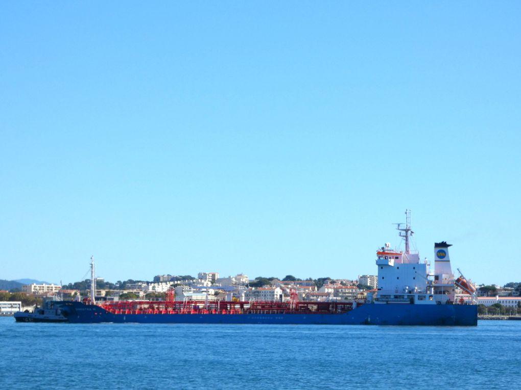 GINOSTRA  M , arrivant dans la petite rade de Toulon et à quai dans la base navale le 12 octobre 2020