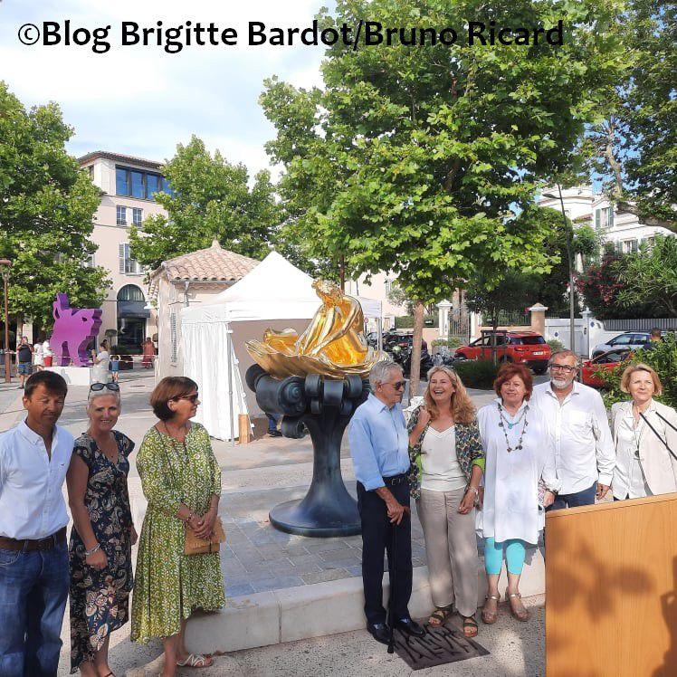 Inauguration de la statue Brigitte Bardot dorée à l'or fin !