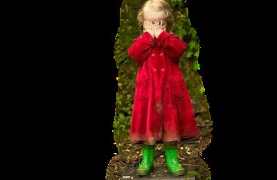 fillette manteau rouge botte verte grenouille