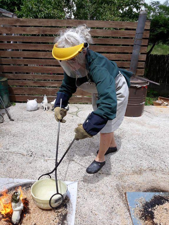 Après une heure de cuisson pour monter à une température d'environ 1000° , température de fusion de l'émail
