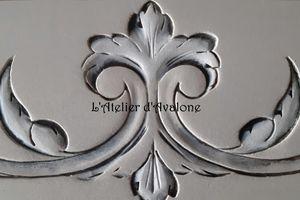 Moulures décoratives So Chic !!! Embellir une porte en un tour de mains !