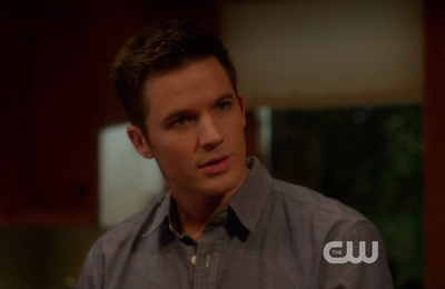 Critiques Séries : 90210. Saison 5. Episode 22. We All Fall Down.