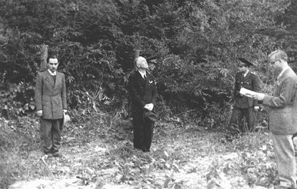 Ion Antonescu et Wilhelm Keitel - L'ancien Premier ministre roumain Ion Antonescu (au centre) avant son exécution pour crimes de guerre. Camp de Jivava, près de Bucarest, Roumanie, 1er juin 1946.