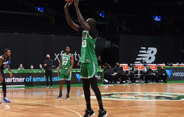 Tacko Fall et les Celtics écrasent le Magic d'Orlando au TD Garden