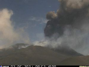 Etna SEC - activity on June 2, respectively at 8:09 am, 8:37 am, 9:02 am and 9:53 am - INGV webcams - one click to enlarge