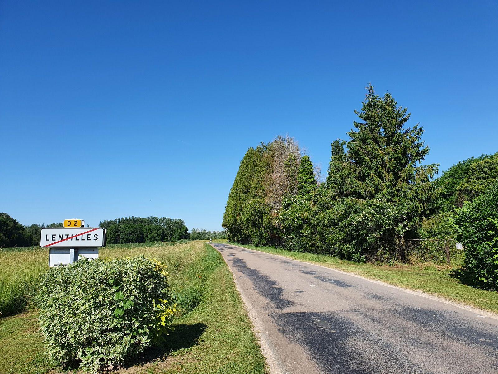 La D 2 direction Villeret, à Lentilles