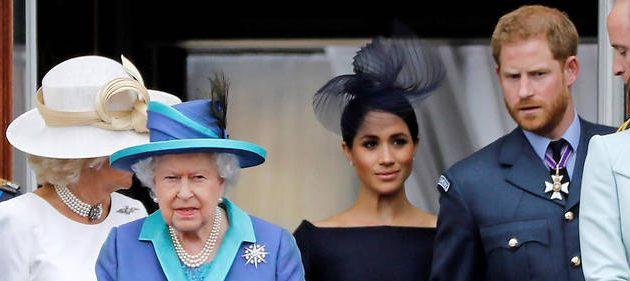"""Le Fil Actu - Grande Bretagne : La Reine publie un communiqué évoquant """"une période de transition"""" avec Harry et Meghan : """"Nous respectons et comprenons leur choix d'une vie plus indépendante"""""""