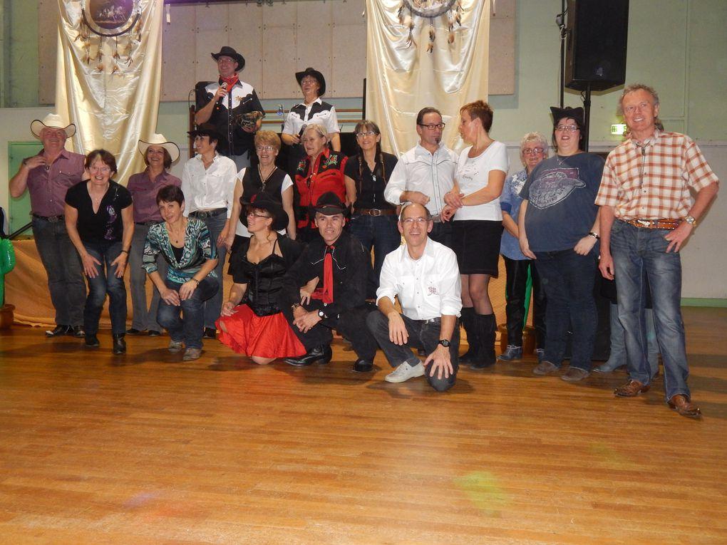 Très beau bal à Myennes chez les STETSONS COUNTRY c'était une première pour nous, nous avons passés une super belle soirée, beaucoup de chorées de notre répertoire