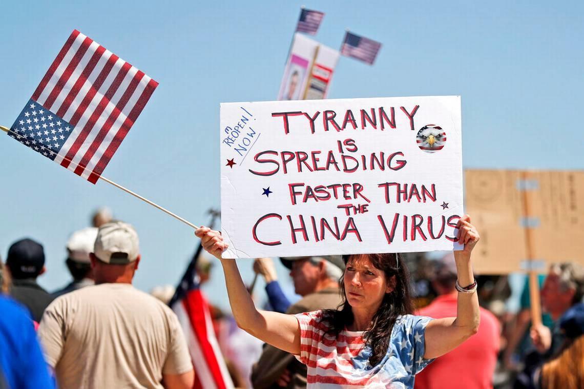 """La respuesta del estado a este """"virus"""" no es más que un arma de sumisión masiva"""