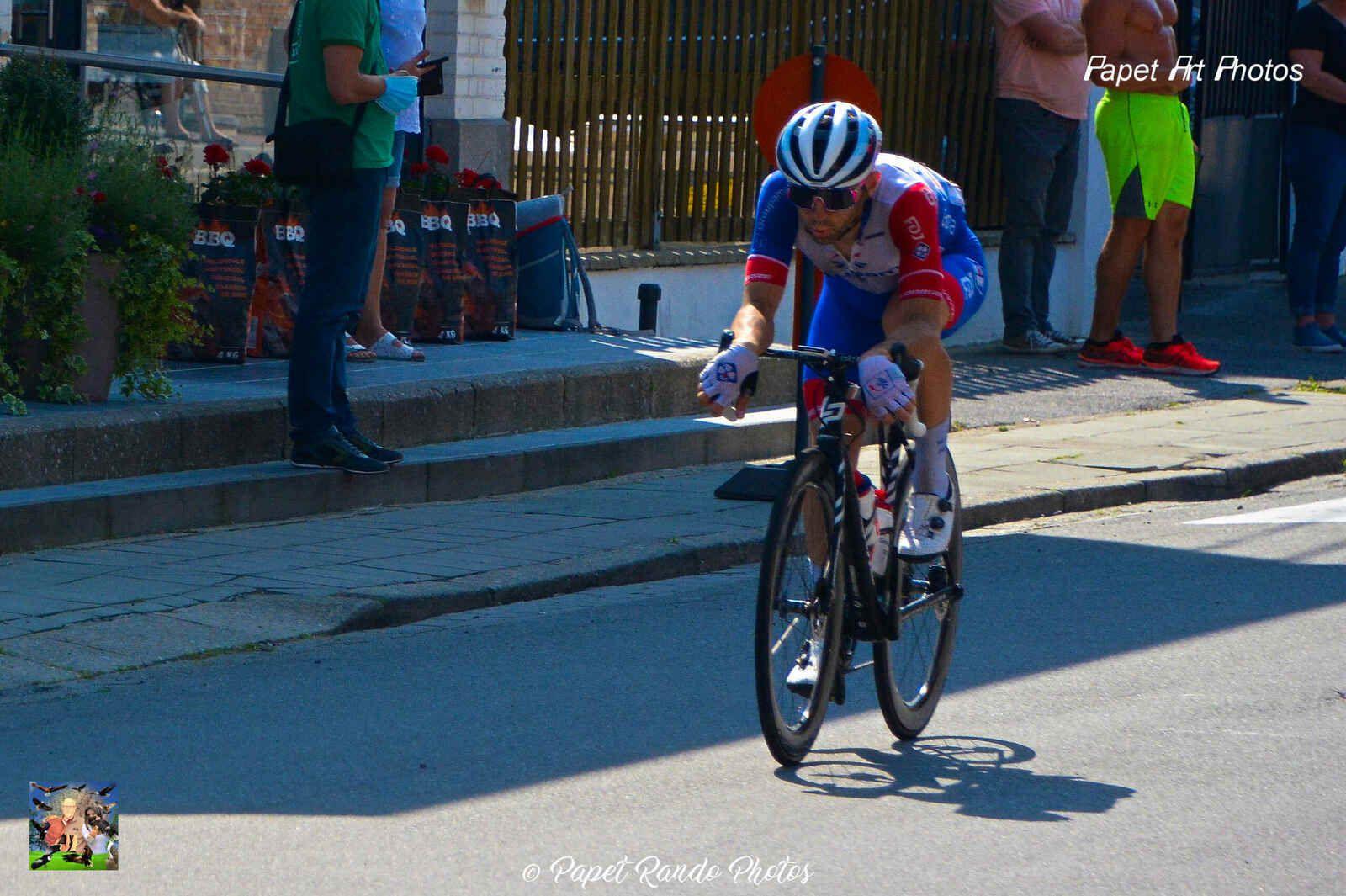 Un des  plus court déplacement photos, juste dans ma rue  sous le soleil, en plus le vélo, un de mes sports pendant 12  ans , dont 8 années  au Vélo Club La Pomme MARSEILLE