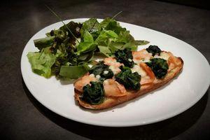 Tartine épinards et saumon
