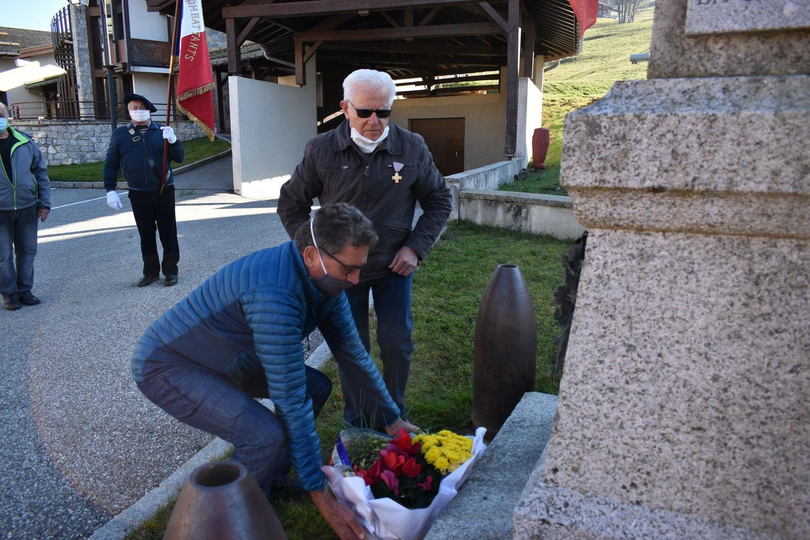 STATION DE CREST-VOLAND/COHENNOZ  (SAVOIE) MERCREDI 11 NOVEMBRE 2020 L'A.M.N.D.V.D.E.N A RENDU L'HOMMAGE À TOUS LES VALEUREUX POILUS MORTS POUR LA FRANCE LORS DE LA 1ÈRE GUERRE MONDIALE DE 1914 À 1918.