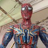Spiderman tout en métal - Vu en Thaïlande (21-12) - Noy et Gilbert en Thaïlande
