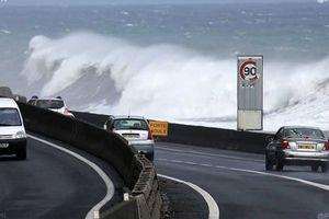 La route du littoral et le cyclone Felleng