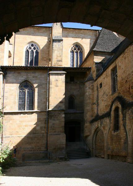 Son patrimoine religieux et ses vestiges seigneuriaux
