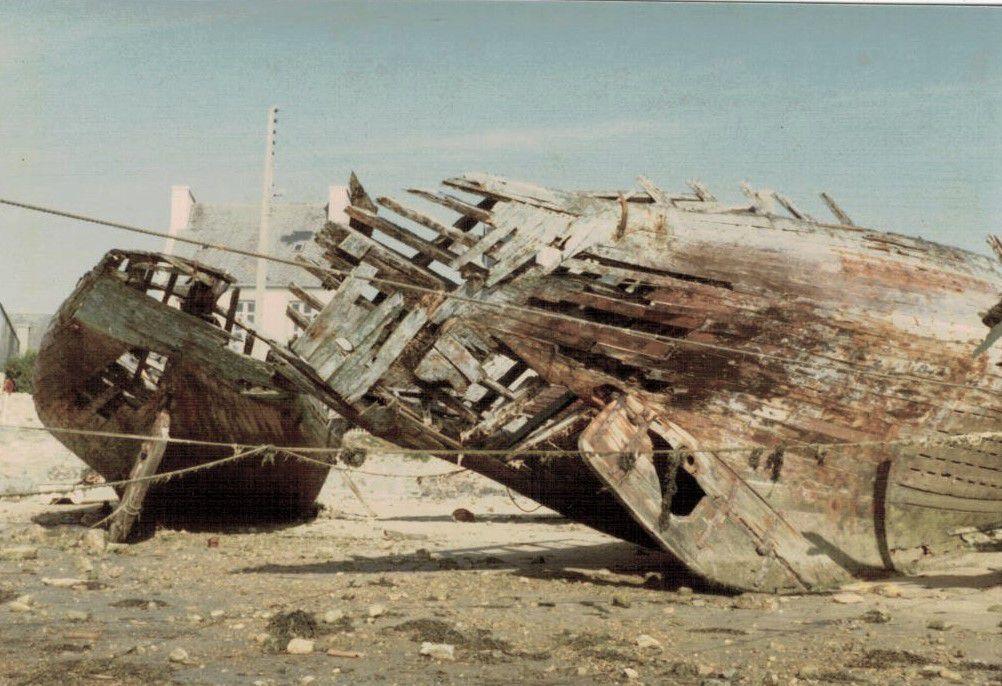 Le sillon de Camaret en 1983 et ses langoustiers. Photographie lavieb-aile.