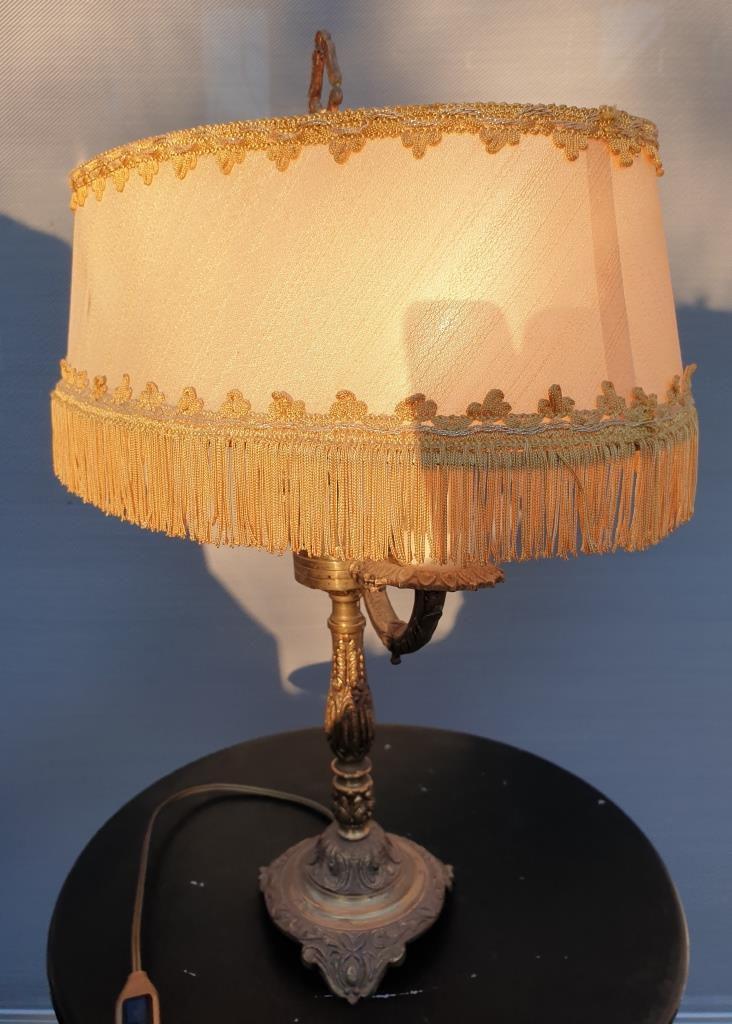 Lampe bouillote néo-classique 1960 laiton et abat-jour à franges - 130 euros