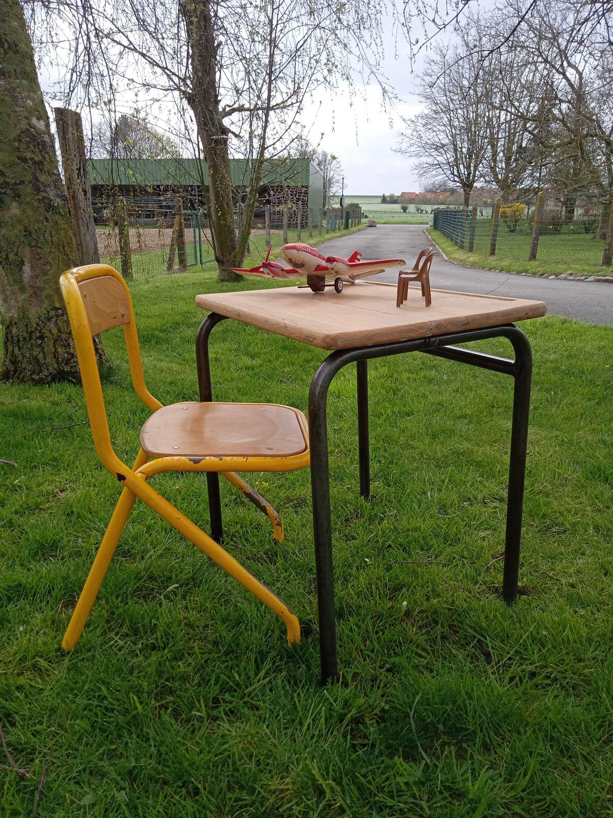 TABLE D'ECOLIER
