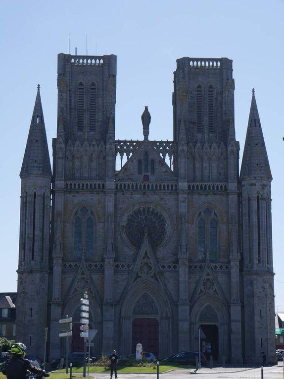 les églises néo-gothiques Notre Dame des Champs et l'église Saint Saturnin (Avranches)