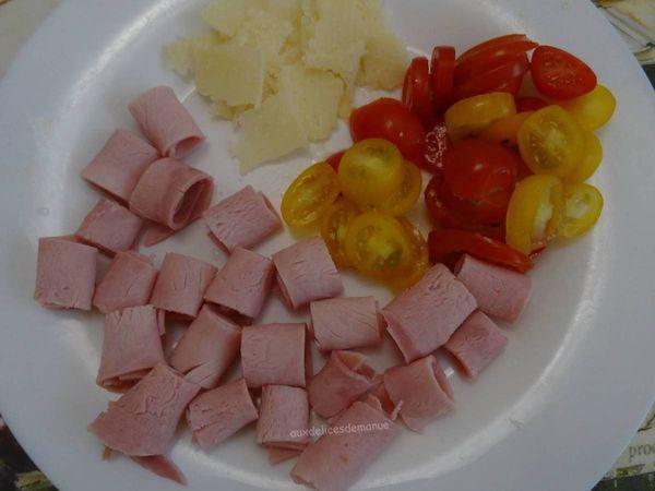 Bruschetta au jambon, tomates cerises et parmesan
