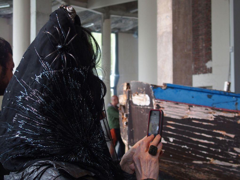 Vues de l'installation performative d'Héctor Zamora Ordre et Progrès. Palais de Tokyo, Paris © Le Curieux des art Gilles Kraemer. 2 mai 2016