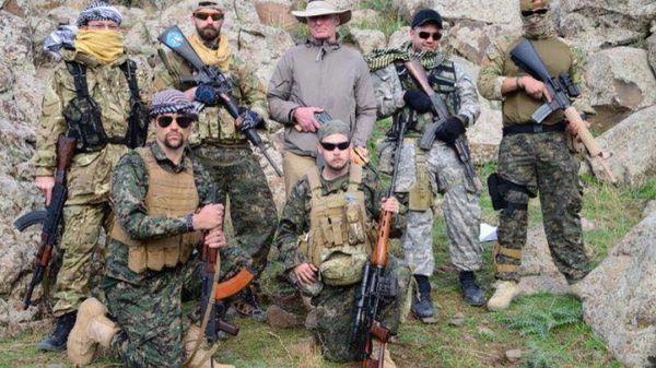 Un groupe de volontaires britanniques au Kurdistan syrien (2015)