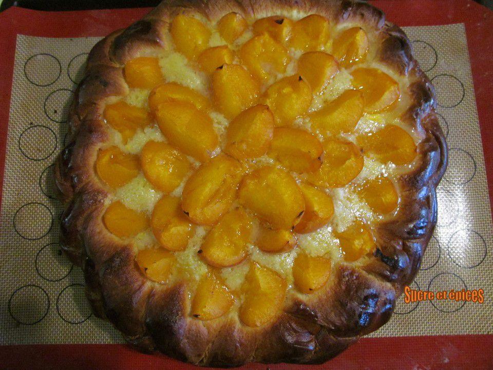 Tarte briochée aux abricots et à la crème d'amandes - Recette en vidéo