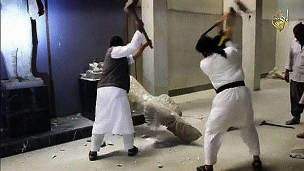La destruction des statues assyriennes