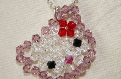 Hello Kitty en perles swarovski...bijou de cou