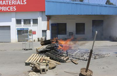 Face à la vague de contestation, l'Eswatini (ex-Swaziland dernière monarchie absolue d'Afrique) interdit toute manifestation = La milice réprime à balles réelles