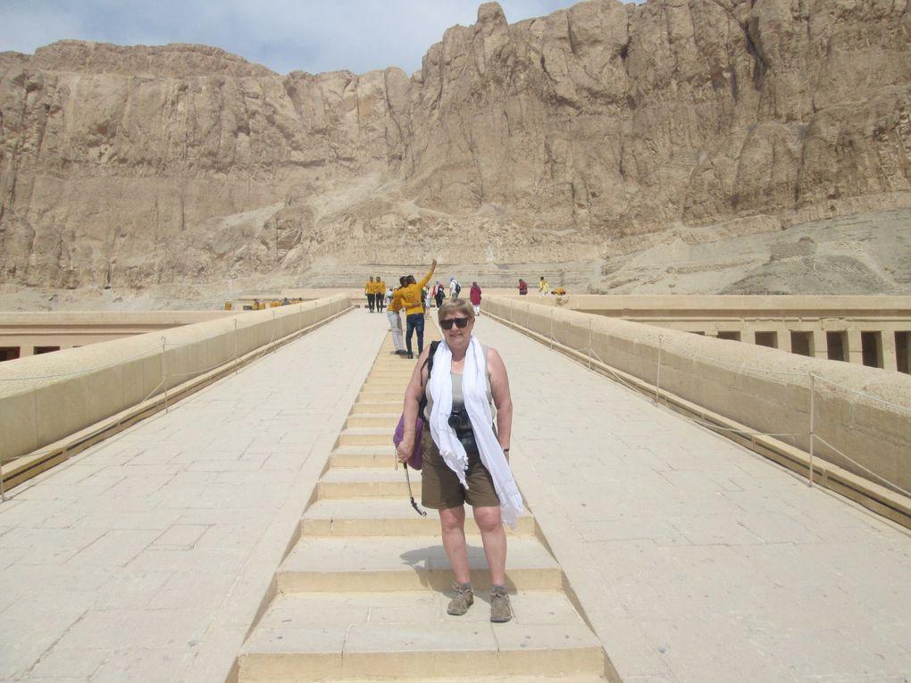 Croisière sur le Nil .... Dernier jour du voyage à Louxor : en matinée la visite du temple du temple funéraire d'Hatshepsout et l'après-midi balade au centre de Louxor dont le Souk.