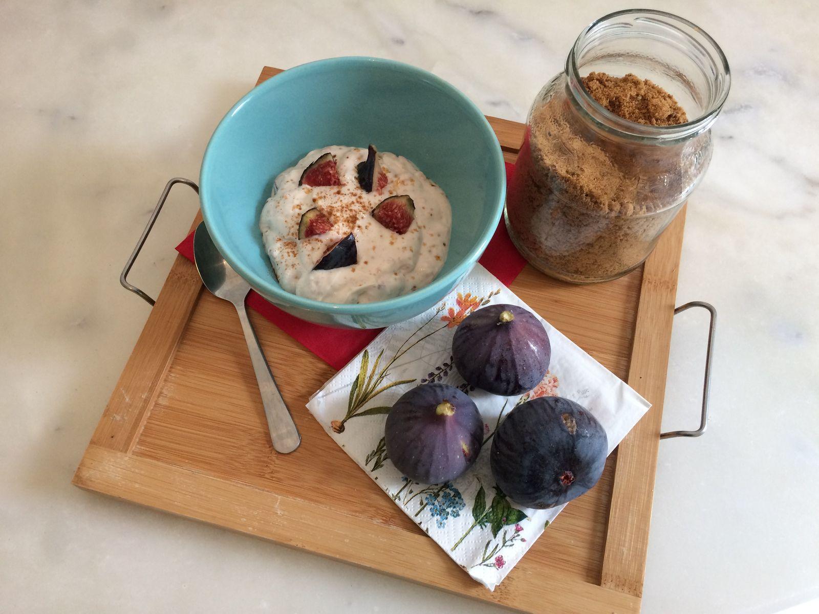 Il n'a plus qu'à mélanger le tout et à rajouter une ou deux autres figues coupées en morceaux, pour un encas sain et gourmand aux belles saveurs d'automne !