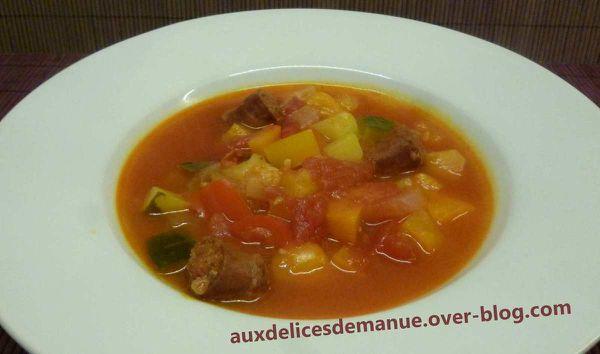 soupe aux 3 poivrons, courgette et merguez
