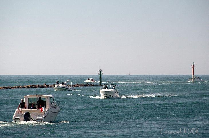 Bateaux entrent et sortent du port de Barneville-Carteret - Cotentin, Normandie