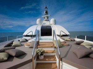 VIDEO - J'Ade, premier super-yacht au monde à disposer d'un garage à flot