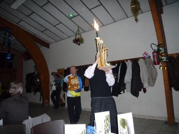 Traditionnel repas de fin d'année pour les membres de l'ACF avec en prime cette année le cadeau a Serge MARUEJOULS et les 80 ans de Jean-Paul LOTTIN