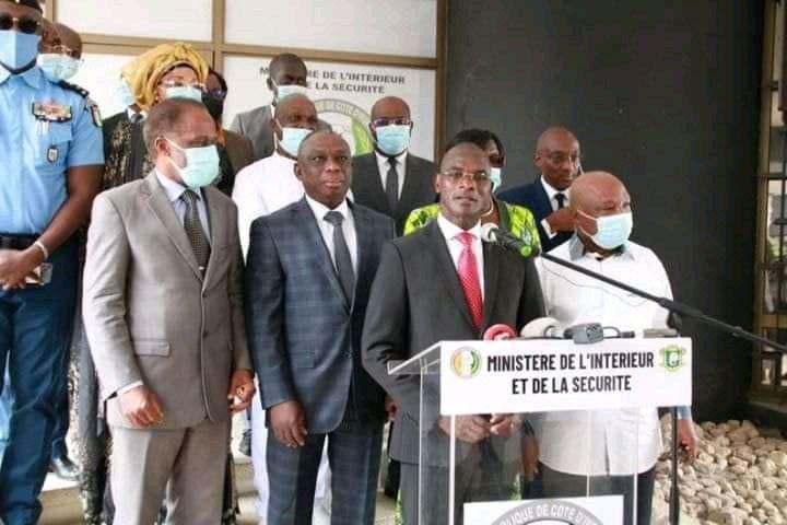 C'est Ensemble que nous avons prêté le flanc à la francafrique pour déchirer notre patrie. UNISSONS NOUS pour la Ressouder Maintenant
