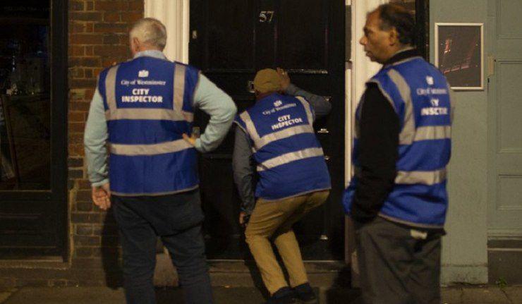 La Stasi des Bars & Pubs au Royaume-Uni : Des Britanniques patrouillent dans les rues pour vérifier si les bars sont bien fermés